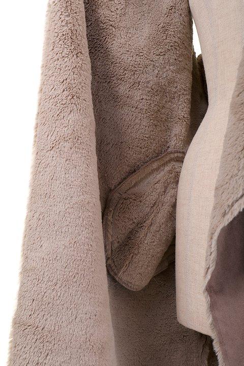 LOVESTITCHのElsaVest/海外ファッションが好きな大人カジュアルのためのLOVESTITCH(ラブステッチ)のアウターやカーディガン。しっとりとしたムートン地のドレープ・ジレ。表側は高級感のあるヌバック調で、内側の起毛部分は頬擦りしたくなるような柔らかさです。/main-9