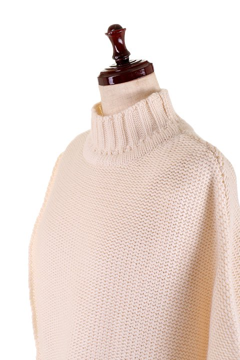 LOVESTITCHのTamaraSweater/海外ファッションが好きな大人カジュアルのためのLOVESTITCH(ラブステッチ)のトップスやニット・セーター。重ねた見頃とファンネルネックが可愛いオーバーサイズニット。アンゴラ混の柔らか素材でカジュアル感の中に高級感が感じられます。/main-12