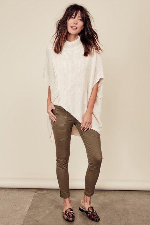 LOVESTITCHのTamaraSweater/海外ファッションが好きな大人カジュアルのためのLOVESTITCH(ラブステッチ)のトップスやニット・セーター。重ねた見頃とファンネルネックが可愛いオーバーサイズニット。アンゴラ混の柔らか素材でカジュアル感の中に高級感が感じられます。/main-17