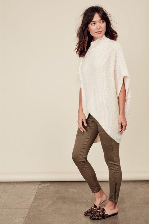 LOVESTITCHのTamaraSweater/海外ファッションが好きな大人カジュアルのためのLOVESTITCH(ラブステッチ)のトップスやニット・セーター。重ねた見頃とファンネルネックが可愛いオーバーサイズニット。アンゴラ混の柔らか素材でカジュアル感の中に高級感が感じられます。/main-18