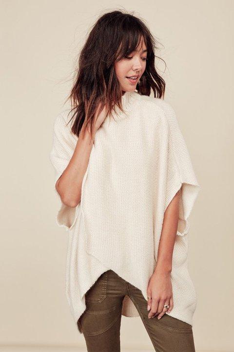 LOVESTITCHのTamaraSweater/海外ファッションが好きな大人カジュアルのためのLOVESTITCH(ラブステッチ)のトップスやニット・セーター。重ねた見頃とファンネルネックが可愛いオーバーサイズニット。アンゴラ混の柔らか素材でカジュアル感の中に高級感が感じられます。/main-19