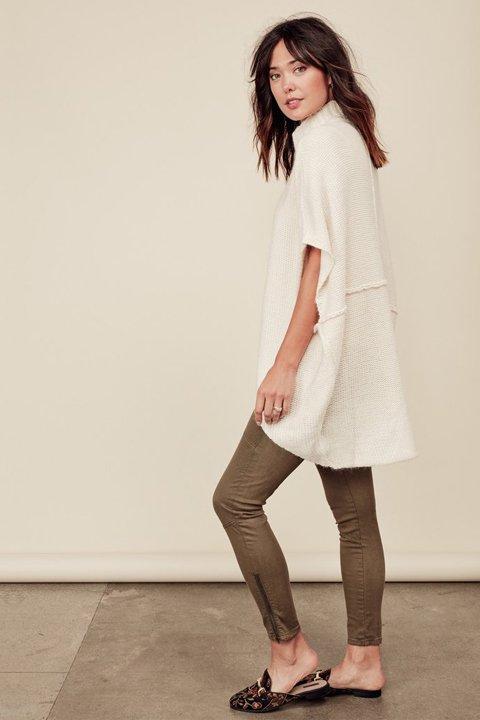 LOVESTITCHのTamaraSweater/海外ファッションが好きな大人カジュアルのためのLOVESTITCH(ラブステッチ)のトップスやニット・セーター。重ねた見頃とファンネルネックが可愛いオーバーサイズニット。アンゴラ混の柔らか素材でカジュアル感の中に高級感が感じられます。/main-7