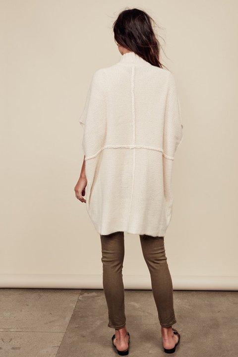 LOVESTITCHのTamaraSweater/海外ファッションが好きな大人カジュアルのためのLOVESTITCH(ラブステッチ)のトップスやニット・セーター。重ねた見頃とファンネルネックが可愛いオーバーサイズニット。アンゴラ混の柔らか素材でカジュアル感の中に高級感が感じられます。/main-8
