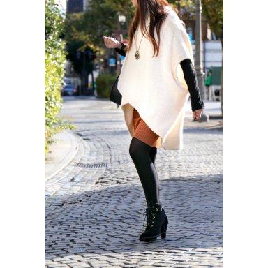 LOVESTITCHのTamaraSweater/海外ファッションが好きな大人カジュアルのためのLOVESTITCH(ラブステッチ)のトップスやニット・セーター。重ねた見頃とファンネルネックが可愛いオーバーサイズニット。アンゴラ混の柔らか素材でカジュアル感の中に高級感が感じられます。