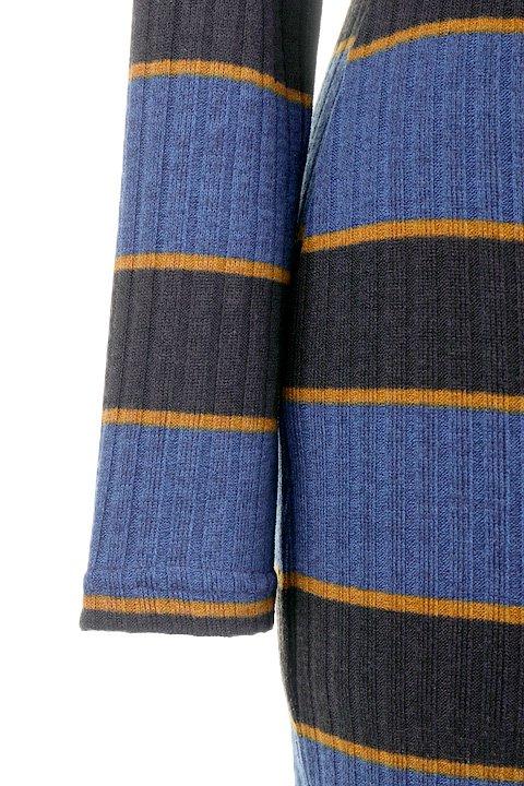MultistripedRibKnitDress大人カジュアルに最適な海外ファッションのothers(その他インポートアイテム)のワンピースやミディワンピース。タイトシルエットのリブニットワンピース。3色のカラーリングのマルチストライプはシックでレトロな印象です。/main-8