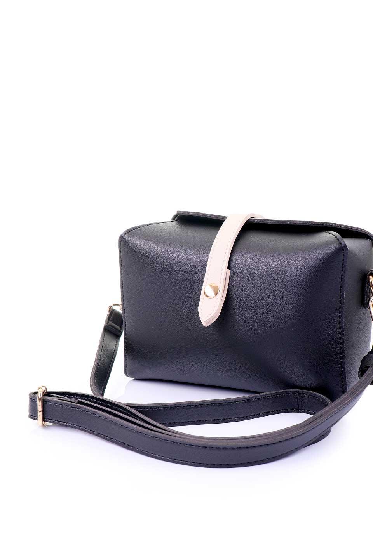 meliebiancoのDyanna(Black)/海外ファッション好きにオススメのインポートバッグとかばん、MelieBianco(メリービアンコ)のバッグやその他。コロコロした形がとても可愛いコンパクトなショルダーバッグ。ボディのカラーに映えるストラップのバイカラーがアクセントになっています。/main-10