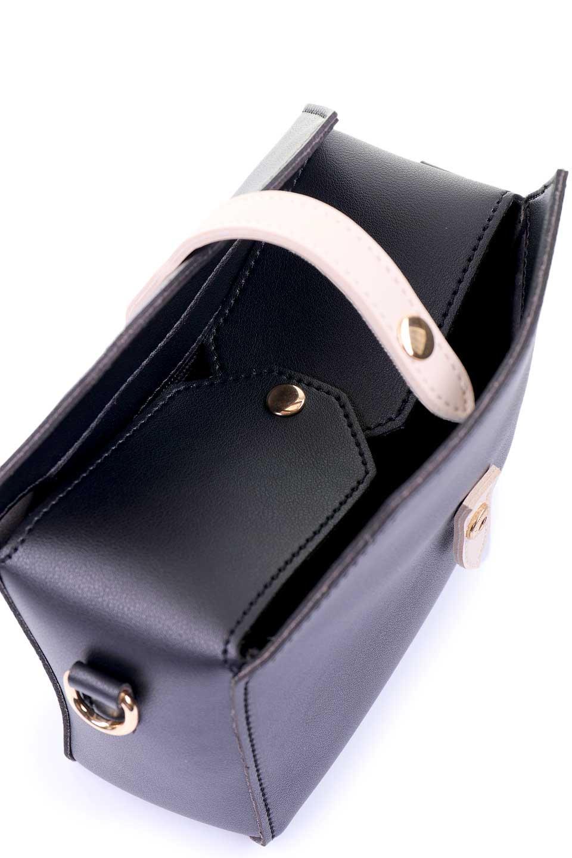 meliebiancoのDyanna(Black)/海外ファッション好きにオススメのインポートバッグとかばん、MelieBianco(メリービアンコ)のバッグやその他。コロコロした形がとても可愛いコンパクトなショルダーバッグ。ボディのカラーに映えるストラップのバイカラーがアクセントになっています。/main-7