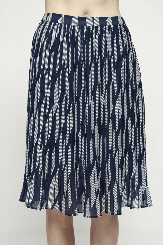 DebyDeboのJupeCallie/DebyDebo(デビーデボ)のボトムやスカート。キレイ目コーディネートにもオススメなプリーツスカート。広がり過ぎない細いプリーツで、体型をカバーしつつ綺麗なシルエットをキープしてくれます。/main-5