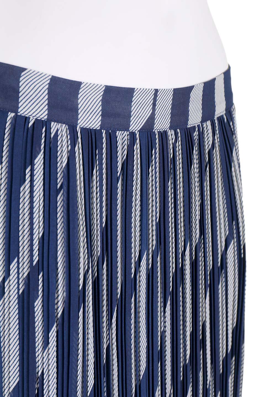 DebyDeboのJupeCallie/DebyDebo(デビーデボ)のボトムやスカート。キレイ目コーディネートにもオススメなプリーツスカート。広がり過ぎない細いプリーツで、体型をカバーしつつ綺麗なシルエットをキープしてくれます。/main-8
