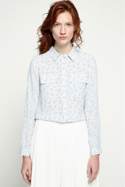 DebyDeboのTopCaprina/DebyDebo(デビーデボ)のトップスやシャツ・ブラウス。春のコーディネートに是非取り入れたいフェミニンな長袖シャツ。淡いブルーに派手すぎない総柄が繊細で華奢な印象です。/main-5