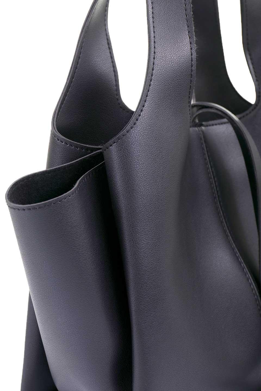 meliebiancoのSuzette(Black)/海外ファッション好きにオススメのインポートバッグとかばん、MelieBianco(メリービアンコ)のバッグやハンドバッグ。コンパクトながら荷物の整理に適した便利なハンドバッグ。メインの荷室の他に大きなサイドポケットが付いています。/main-5