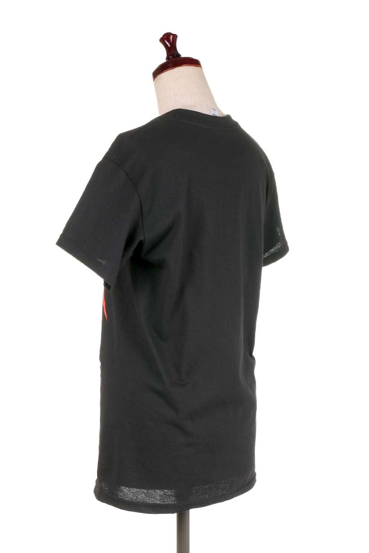 MetallicaMirroredMS大人カジュアルに最適な海外ファッションのothers(その他インポートアイテム)のトップスやTシャツ。フェススタイルから普段着まで、デニムショーツやマキシスカート、組み合わせには困らないバンドT。女性に合わせやすいようにメンズサイズのSをセレクト。/main-3