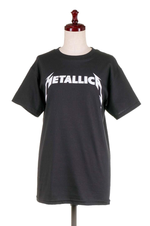 MetallicaBlackandWhiteLogo大人カジュアルに最適な海外ファッションのothers(その他インポートアイテム)のトップスやTシャツ。フェススタイルから普段着まで、デニムショーツやマキシスカート、組み合わせには困らないバンドT。女性に合わせやすいようにメンズサイズのSをセレクト。