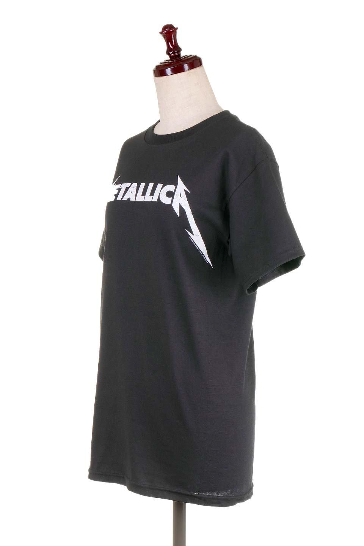 MetallicaBlackandWhiteLogo大人カジュアルに最適な海外ファッションのothers(その他インポートアイテム)のトップスやTシャツ。フェススタイルから普段着まで、デニムショーツやマキシスカート、組み合わせには困らないバンドT。女性に合わせやすいようにメンズサイズのSをセレクト。/main-1