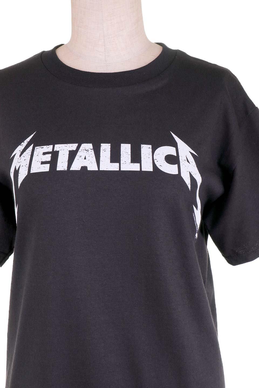 MetallicaBlackandWhiteLogo大人カジュアルに最適な海外ファッションのothers(その他インポートアイテム)のトップスやTシャツ。フェススタイルから普段着まで、デニムショーツやマキシスカート、組み合わせには困らないバンドT。女性に合わせやすいようにメンズサイズのSをセレクト。/main-6