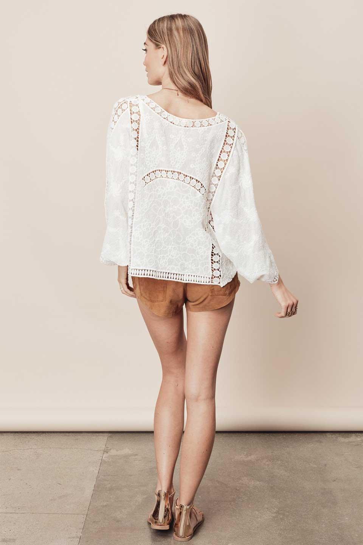 LOVESTITCHのBenjiTop/海外ファッションが好きな大人カジュアルのためのLOVESTITCH(ラブステッチ)のトップスやシャツ・ブラウス。全面に刺繍が施された7分袖のシースルーブラウス。ライン状のレースが可愛いデザインです。/main-8