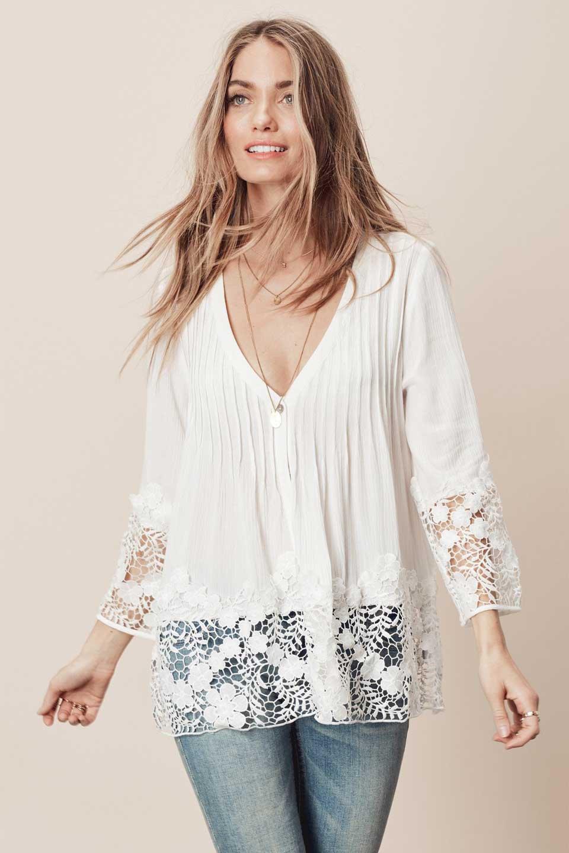 LOVESTITCHのRashidaBlouse/海外ファッションが好きな大人カジュアルのためのLOVESTITCH(ラブステッチ)のトップスやシャツ・ブラウス。袖と裾のカットワークレースがとても可愛いブラウス。胸元のピンタックや広めのVゾーンからの一つボタンやレースのシースルー具合・・・どれもこれもカワイイだらけのブラウスです。/main-10