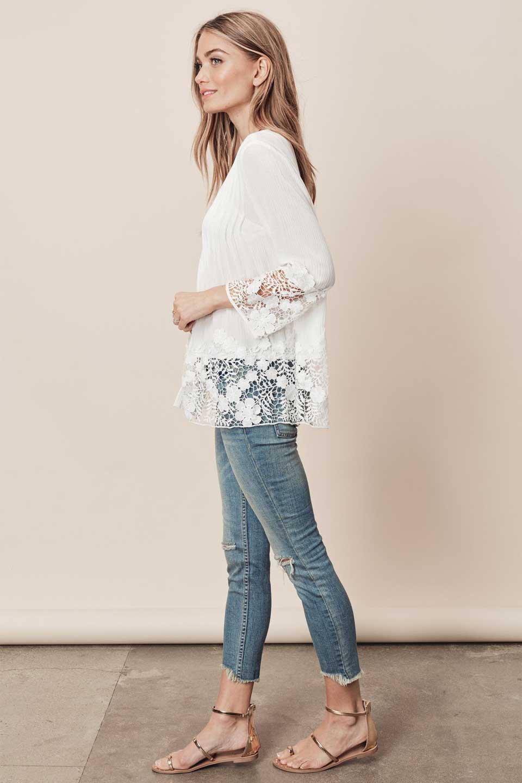 LOVESTITCHのRashidaBlouse/海外ファッションが好きな大人カジュアルのためのLOVESTITCH(ラブステッチ)のトップスやシャツ・ブラウス。袖と裾のカットワークレースがとても可愛いブラウス。胸元のピンタックや広めのVゾーンからの一つボタンやレースのシースルー具合・・・どれもこれもカワイイだらけのブラウスです。/main-7