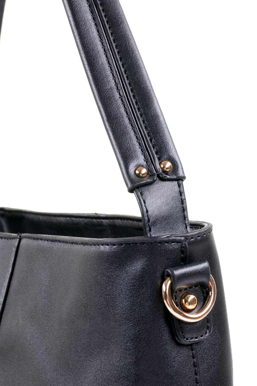 meliebiancoのDarla(Black)/海外ファッション好きにオススメのインポートバッグ、MelieBianco(メリービアンコ)のバッグやハンドバッグ。ちょうど良いサイズ感のシンプルハンドバッグシボの無いツルンとした質感のマテリアルがフェミニンで上品な印象のバッグ。取り外しのできる大きめタッセルは、バッグとお揃いのキーホルダーにするのもGood.両手をフリーにしたい時に便利なショルダーストラップも付属しています。/main-5