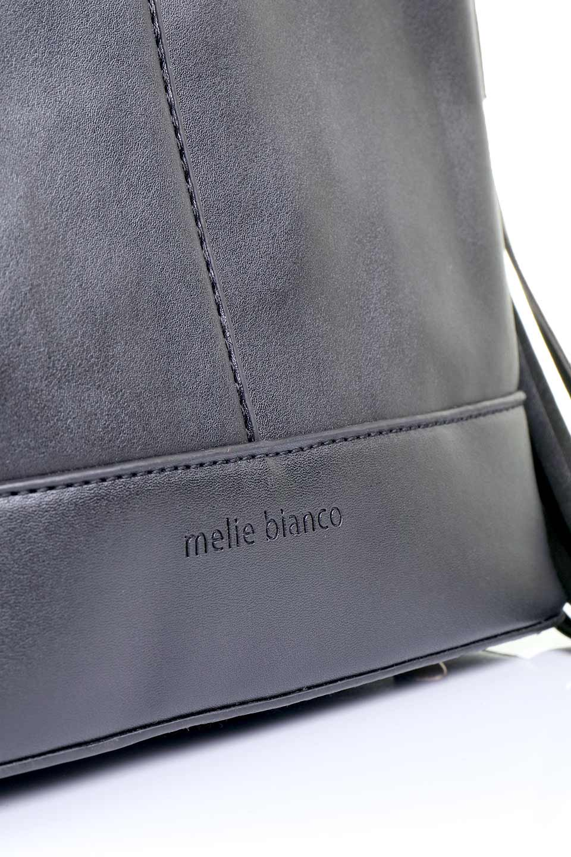 meliebiancoのDarla(Black)/海外ファッション好きにオススメのインポートバッグ、MelieBianco(メリービアンコ)のバッグやハンドバッグ。ちょうど良いサイズ感のシンプルハンドバッグシボの無いツルンとした質感のマテリアルがフェミニンで上品な印象のバッグ。取り外しのできる大きめタッセルは、バッグとお揃いのキーホルダーにするのもGood.両手をフリーにしたい時に便利なショルダーストラップも付属しています。/main-6