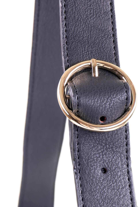 meliebiancoのPeyton(Black)ブロガースタイルショルダーバッグ/海外ファッション好きにオススメのインポートバッグとかばん、MelieBianco(メリービアンコ)のバッグやショルダーバッグ。たっぷり容量が嬉しいシックなショルダーバッグ。オールブラックにゴールドのバックルがアクセントになったデザイン。/main-5