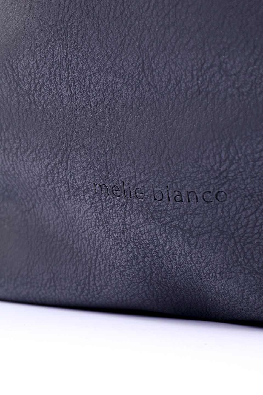 meliebiancoのPeyton(Black)ブロガースタイルショルダーバッグ/海外ファッション好きにオススメのインポートバッグとかばん、MelieBianco(メリービアンコ)のバッグやショルダーバッグ。たっぷり容量が嬉しいシックなショルダーバッグ。オールブラックにゴールドのバックルがアクセントになったデザイン。/main-8