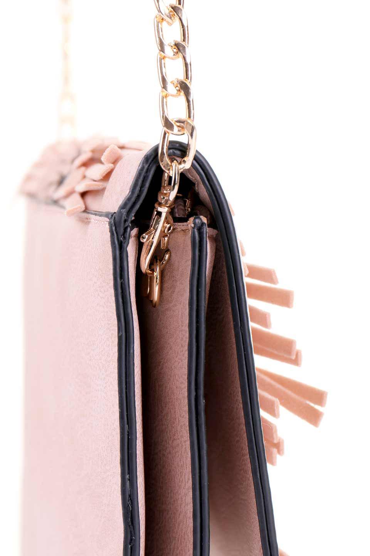 meliebiancoのRobbie(Blush)2WAYショルダーバッグ/海外ファッション好きにオススメのインポートバッグとかばん、MelieBianco(メリービアンコ)のバッグやショルダーバッグ。フラップの編み込みとフリンジが可愛いショルダーバッグ。凝ったフラップのデザインですが、同色なのでやり過ぎ感は感じられません。/main-6