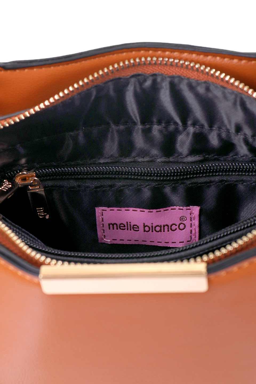 meliebiancoのReed(Tan)/海外ファッション好きにオススメのインポートバッグ、MelieBianco(メリービアンコ)のバッグやショルダーバッグ。カクカクとしたジオメトリックシルエットが特徴のショルダーバッグ。ボディのシャープなイメージとゴールドパーツのコンビネーションが素敵なアイテムです。/main-13