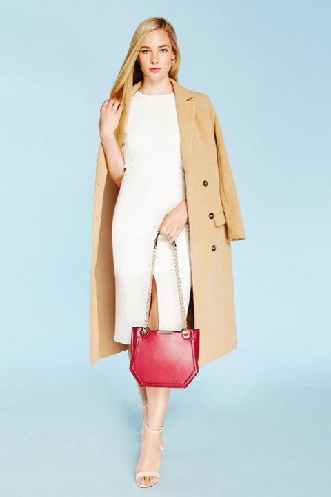 meliebiancoのReed(Tan)/海外ファッション好きにオススメのインポートバッグ、MelieBianco(メリービアンコ)のバッグやショルダーバッグ。カクカクとしたジオメトリックシルエットが特徴のショルダーバッグ。ボディのシャープなイメージとゴールドパーツのコンビネーションが素敵なアイテムです。/main-7