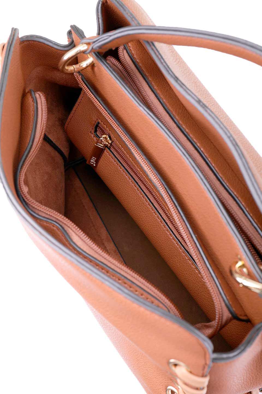 meliebiancoのDelisia(Saddle)2WAYハンドバッグ/海外ファッション好きにオススメのインポートバッグとかばん、MelieBianco(メリービアンコ)のバッグやハンドバッグ。バイカラーのアクセントが可愛いお手頃サイズのハンドバッグ。広い荷室は中央のポケットがパーテションになっています。/main-13