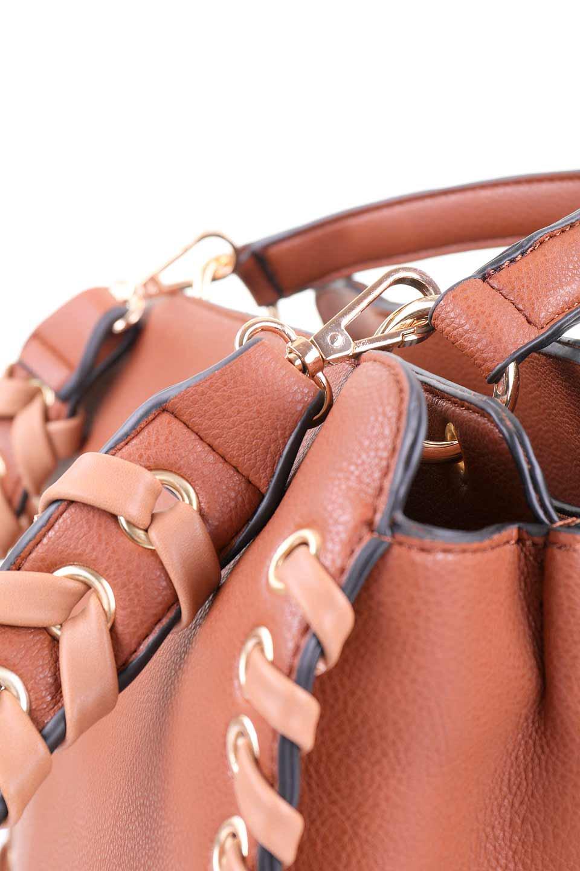 meliebiancoのDelisia(Saddle)2WAYハンドバッグ/海外ファッション好きにオススメのインポートバッグとかばん、MelieBianco(メリービアンコ)のバッグやハンドバッグ。バイカラーのアクセントが可愛いお手頃サイズのハンドバッグ。広い荷室は中央のポケットがパーテションになっています。/main-7
