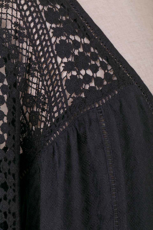 LOVESTITCHのAvaBlouse(Black)ベルスリーブ・レースブラウス/海外ファッションが好きな大人カジュアルのためのLOVESTITCH(ラブステッチ)のトップスやシャツ・ブラウス。立体感のあるジャカート織とクロシェレースのブラウス。暑い夏の日でも涼しげな絶妙な袖の長さです。/main-12