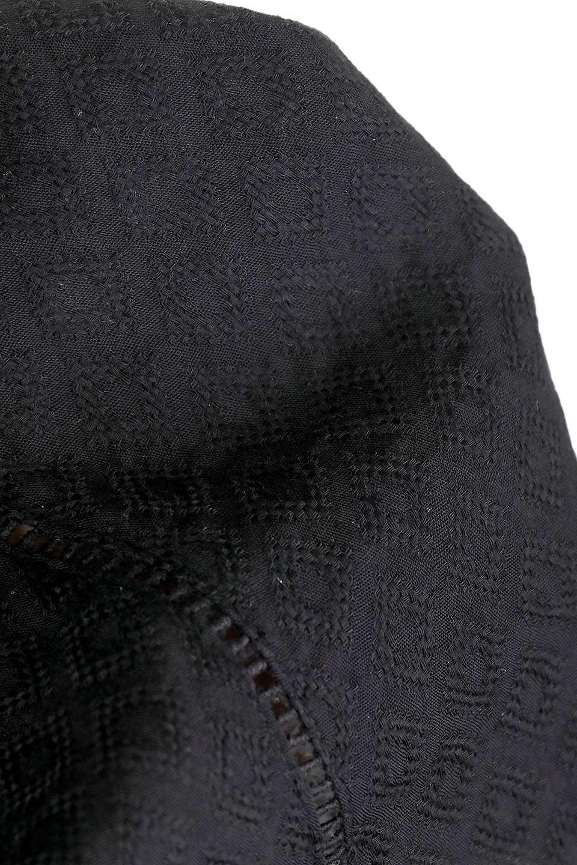 LOVESTITCHのAvaBlouse(Black)ベルスリーブ・レースブラウス/海外ファッションが好きな大人カジュアルのためのLOVESTITCH(ラブステッチ)のトップスやシャツ・ブラウス。立体感のあるジャカート織とクロシェレースのブラウス。暑い夏の日でも涼しげな絶妙な袖の長さです。/main-16