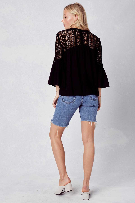 LOVESTITCHのAvaBlouse(Black)ベルスリーブ・レースブラウス/海外ファッションが好きな大人カジュアルのためのLOVESTITCH(ラブステッチ)のトップスやシャツ・ブラウス。立体感のあるジャカート織とクロシェレースのブラウス。暑い夏の日でも涼しげな絶妙な袖の長さです。/main-7