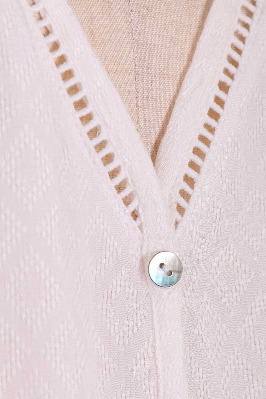 LOVESTITCHのAvaBlouse(OffWhite)ベルスリーブ・レースブラウス/海外ファッションが好きな大人カジュアルのためのLOVESTITCH(ラブステッチ)のトップスやシャツ・ブラウス。立体感のあるジャカート織とクロシェレースのブラウス。暑い夏の日でも涼しげな絶妙な袖の長さです。/main-12
