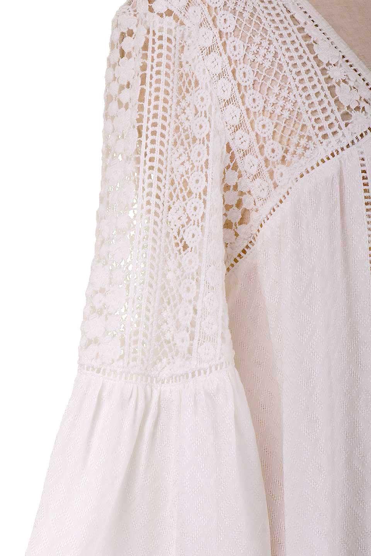 LOVESTITCHのAvaBlouse(OffWhite)ベルスリーブ・レースブラウス/海外ファッションが好きな大人カジュアルのためのLOVESTITCH(ラブステッチ)のトップスやシャツ・ブラウス。立体感のあるジャカート織とクロシェレースのブラウス。暑い夏の日でも涼しげな絶妙な袖の長さです。/main-13