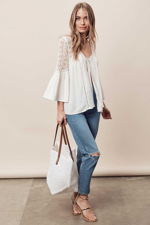 LOVESTITCHのAvaBlouse(OffWhite)ベルスリーブ・レースブラウス/海外ファッションが好きな大人カジュアルのためのLOVESTITCH(ラブステッチ)のトップスやシャツ・ブラウス。立体感のあるジャカート織とクロシェレースのブラウス。暑い夏の日でも涼しげな絶妙な袖の長さです。/main-5