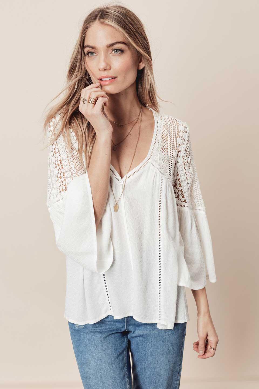 LOVESTITCHのAvaBlouse(OffWhite)ベルスリーブ・レースブラウス/海外ファッションが好きな大人カジュアルのためのLOVESTITCH(ラブステッチ)のトップスやシャツ・ブラウス。立体感のあるジャカート織とクロシェレースのブラウス。暑い夏の日でも涼しげな絶妙な袖の長さです。/main-8
