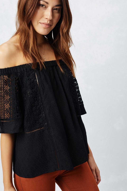 LOVESTITCHのLyndiTop(Black)オフショルダーブラウス/海外ファッションが好きな大人カジュアルのためのLOVESTITCH(ラブステッチ)のトップスやシャツ・ブラウス。立体感のあるジャカート織とクロシェレースを使用したオフショルトップス。ジャカートの部分はAvaBlouseと同じ高級感のある生地です。/main-6