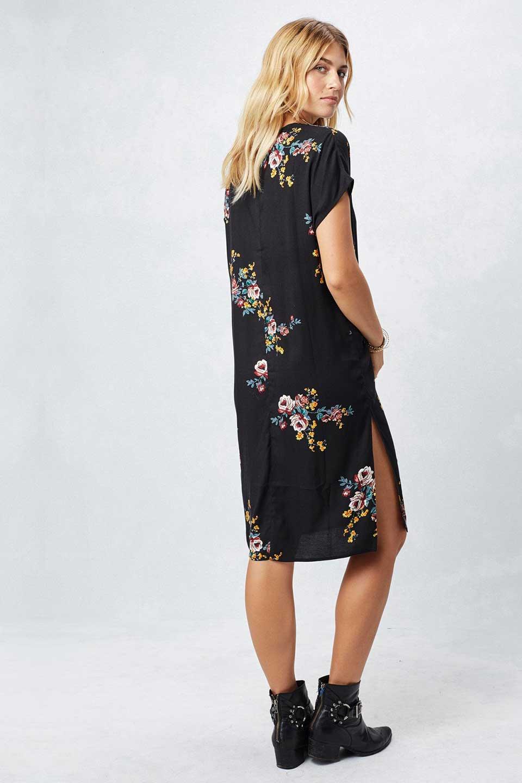 LOVESTITCHのBardotDress(Black)花柄ミディワンピース/海外ファッションが好きな大人カジュアルのためのLOVESTITCH(ラブステッチ)のワンピースやミディワンピース。セクシーなスリットが魅力のシャツワンピース。シャツワンピですが、ボタンを開けてロングカーデ風の着こなしにも対応。/main-7