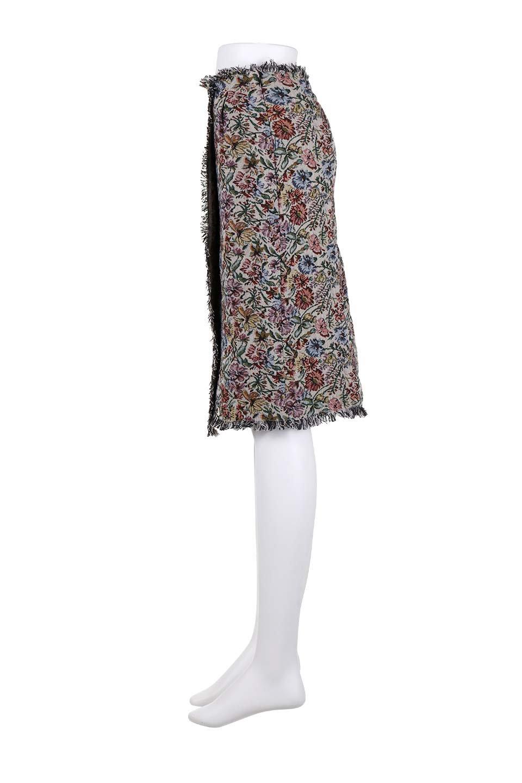 FringeSemiTightSkirt花柄ゴブラン織りスカート大人カジュアルに最適な海外ファッションのothers(その他インポートアイテム)のボトムやスカート。落ち着いた配色の花柄が可愛いセミタイトスカート。厚めの生地でタイト目のシルエットですがラップスカートなので窮屈さはあまりありません。/main-12
