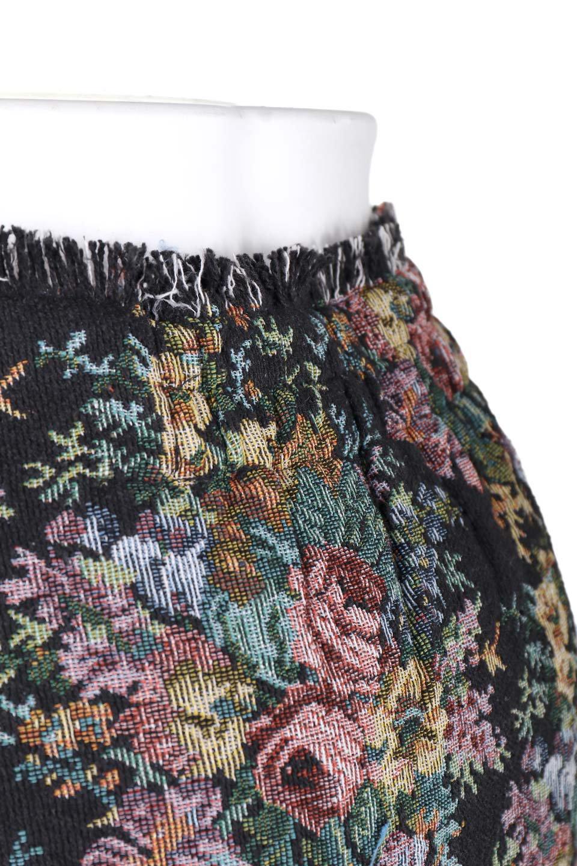 FringeSemiTightSkirt花柄ゴブラン織りスカート大人カジュアルに最適な海外ファッションのothers(その他インポートアイテム)のボトムやスカート。落ち着いた配色の花柄が可愛いセミタイトスカート。厚めの生地でタイト目のシルエットですがラップスカートなので窮屈さはあまりありません。/main-5
