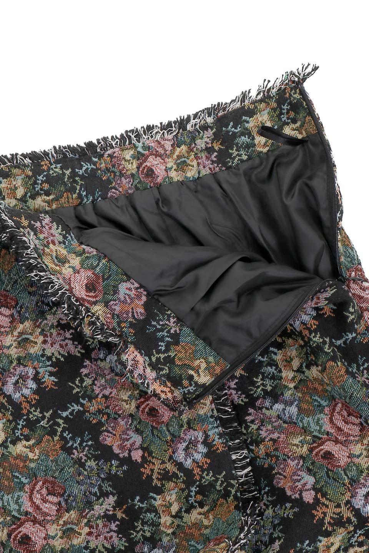FringeSemiTightSkirt花柄ゴブラン織りスカート大人カジュアルに最適な海外ファッションのothers(その他インポートアイテム)のボトムやスカート。落ち着いた配色の花柄が可愛いセミタイトスカート。厚めの生地でタイト目のシルエットですがラップスカートなので窮屈さはあまりありません。/main-9