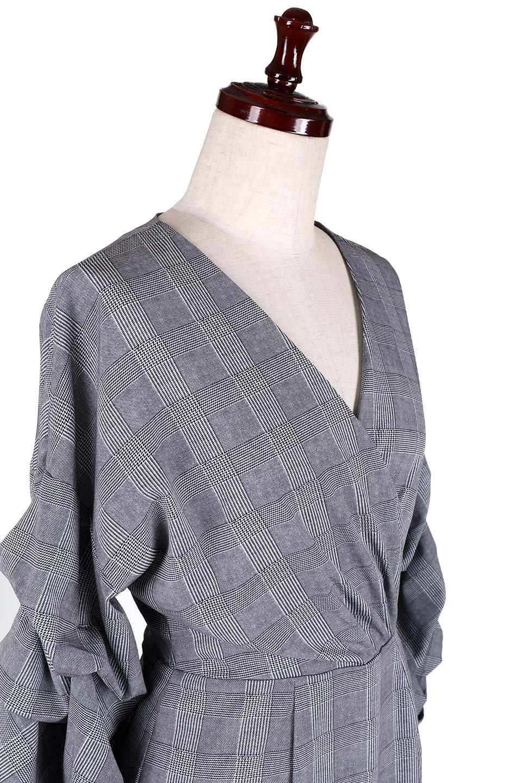 GlencheckRuchedSleeveDressグレンチェック・ワンピース大人カジュアルに最適な海外ファッションのothers(その他インポートアイテム)のワンピースやミディワンピース。ボリューム感のある袖が特徴のグレンチェックのワンピース。グレンチェックは今季大注目の柄。/main-5
