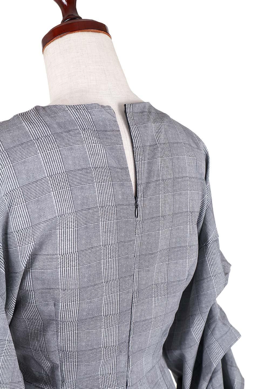 GlencheckRuchedSleeveDressグレンチェック・ワンピース大人カジュアルに最適な海外ファッションのothers(その他インポートアイテム)のワンピースやミディワンピース。ボリューム感のある袖が特徴のグレンチェックのワンピース。グレンチェックは今季大注目の柄。/main-6
