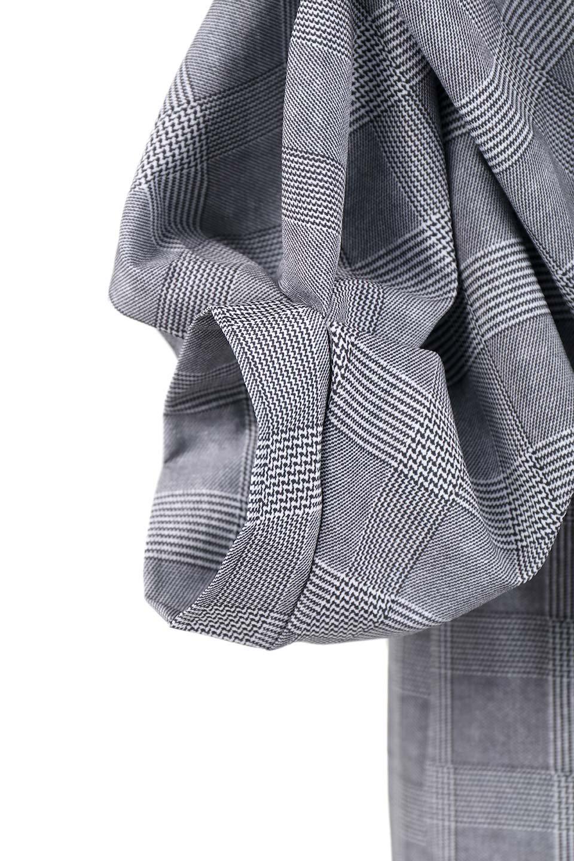 GlencheckRuchedSleeveDressグレンチェック・ワンピース大人カジュアルに最適な海外ファッションのothers(その他インポートアイテム)のワンピースやミディワンピース。ボリューム感のある袖が特徴のグレンチェックのワンピース。グレンチェックは今季大注目の柄。/main-7