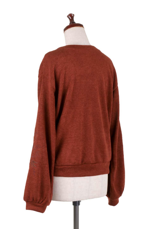 EmbroideredSleeveSoftknitTop刺繍入り・ソフトニットトップス大人カジュアルに最適な海外ファッションのothers(その他インポートアイテム)のトップスやニット・セーター。刺繍入りのボリューミーな袖が可愛いトップス。なめらかでソフトな生地感です。/main-13