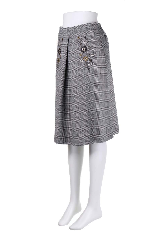 Glen-CheckFloralEmbro.Shkirtグレンチェック・タックスカート大人カジュアルに最適な海外ファッションのothers(その他インポートアイテム)のボトムやスカート。グレンチェックの花刺繍入りタックスカート。今季大人気のグレンチェックのアイテム。/main-11
