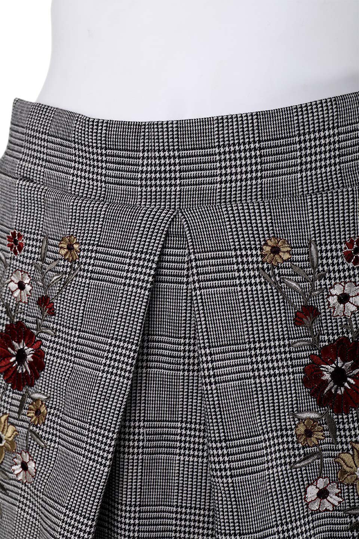 Glen-CheckFloralEmbro.Shkirtグレンチェック・タックスカート大人カジュアルに最適な海外ファッションのothers(その他インポートアイテム)のボトムやスカート。グレンチェックの花刺繍入りタックスカート。今季大人気のグレンチェックのアイテム。/main-5