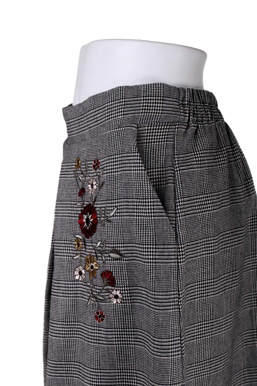 Glen-CheckFloralEmbro.Shkirtグレンチェック・タックスカート大人カジュアルに最適な海外ファッションのothers(その他インポートアイテム)のボトムやスカート。グレンチェックの花刺繍入りタックスカート。今季大人気のグレンチェックのアイテム。/main-7